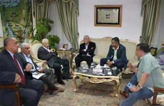 محافظ جنوب سيناء يلتقي مكرم محمد أحمد ويدعوه لحضور ملتقى السلام العالمي