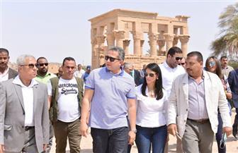 وزيرا السياحة والآثار في جولة تفقدية لعدد من الأماكن الأثرية بأسوان | صور