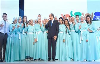 الرئيس السيسي يلتقط صورا تذكارية مع عدد من ذوي الاحتياجات الخاصة   فيديو