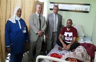 """رئيس جامعة بني سويف يزور الطالب """"إبرام"""" المصاب بالسرطان   صور"""