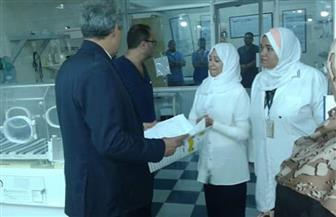وكيل وزارة الصحة بالبحر الأحمر يحيل 22 طبيبا وممرضا بسفاجا للتحقيق | صور