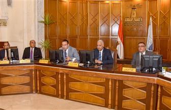 محافظ الإسكندرية يشارك في تكريم خريجي القيادات الشابة بالجامعة | صور