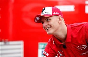 """خلل في جهاز الإطفاء يفسد سباق شوماخر.. و""""فورمولا-3"""" تشهد أصغر فائز في تاريخها"""
