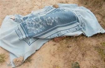 التحقيق في قتل عامل لوالده ودفنه في مقبرة إسمنتية بالمنزل