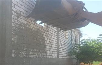 تنفيذ 5 قرارت إزالة بمدينة الزينية بالأقصر | صور