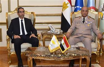 وزيرا الدفاع المصري والقبرصي يؤكدان تنسيق الجهود لمواجهة التحديات المشتركة وإرساء دعائم الأمن والاستقرار