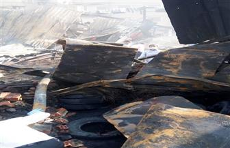 خبراء الأدلة الجنائية يفحصون موقع حريق مخزن كاوتش بشبين الكوم | صور