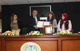 جامعة المنصورة تستضيف عالمة الآثار ميلاني بيتكن