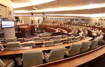 نواب جزائريون يغلقون باب البرلمان بالأغلال لمنع رئيس البرلمان من دخول مكتبه