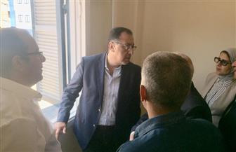 رئيس الوزراء يطالب محافظ بورسعيد بسرعة رصف طريق إسكان القابوطي | صور