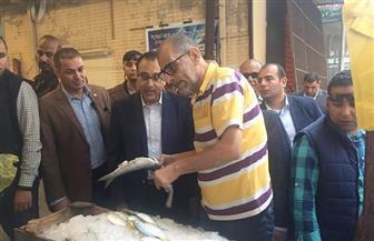 رئيس الوزراء يتفقد أحد المجمعات الاستهلاكية ببورسعيد | صور