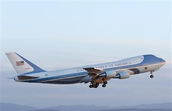 """مقصورة الركاب امتلئت بالدخان.. طائرة """"سيدة أمريكا الأولى"""" تعود للمطار بسبب مشكلة"""