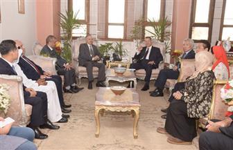 محافظ بني سويف يبحث مع وفد من المجلس العربي الإفريقي الفرص الاستثمارية بالمحافظة