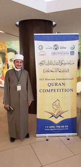 القارئ المصري إبراهيم حسن المشارك في المسابقة