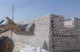 إزالة 8 حالات تعد على أراض زراعية وأملاك دولة في 6 قرى بمركز أسيوط| صور