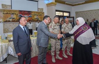 محافظ الإسكندرية يكرم عددا من أسر شهداء الجيش والشرطة | صور