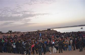 توافد السائحين والمسئولين على معبد أبو سمبل لمشاهدة ظاهرة تعامد الشمس