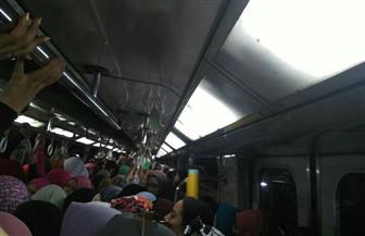 استئناف حركة المترو بالخط الثاني بعد توقف قطار بين محطتي البحوث والدقي | صور