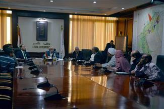 """محافظ الأقصر يجتمع بـ المسئولين في """"مصر المحروسة"""" للتعرف على مشروع """"بادر"""" للتنمية الشاملة"""