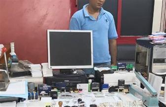 القبض على صاحب مصنع بلاستيك بالصف لتزويره مستندات ومحررات رسمية | صور