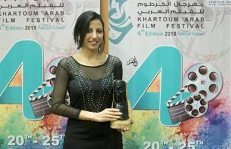 """تكريم المخرجة ماجي أنور عن سلسلة أفلام """"الكلاسيكيات"""" بمهرجان الخرطوم السينمائي"""