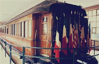 """فى مئوية الحرب العالمية الأولى ..عربة قطار """"الهدنة والحرب"""" تستقطب مئات الزوار في باريس"""