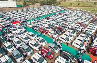 """تاجر ألماس يهدي موظفيه مئات السيارات والشقق والودائع النقدية بمناسبة عيد """"ديوالي"""""""