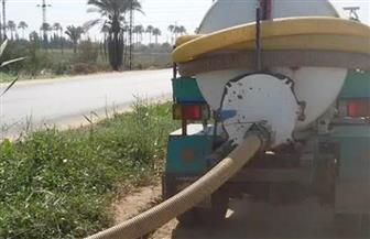 ضبط سيارتين وجرار كسح يلقي مخلفات ببحر أبو الأخضر بالشرقية
