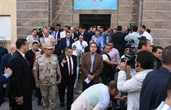 رئيس الوزراء يتفقد مركز الكلى الصناعي بمستشفى ههيا المركزي ويطمئن على المرضى | صور