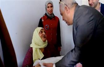 مدير أمن كفرالشيخ يزور دار المسنين ويقدم الهدايا العينية والحلوى للنزلاء | صور
