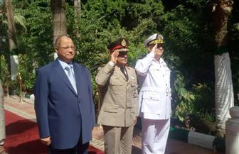 محافظ القاهرة يضع إكليلا من الزهور على مقابر الشهداء احتفالا بنصر أكتوبر