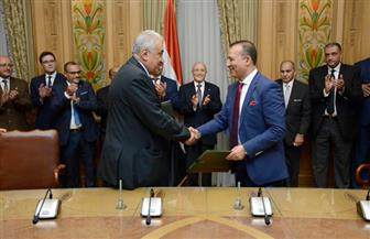 العصار ونقيب المحامين يشهدان توقيع عقد اتفاق بين إحدى شركات الإنتاج الحربي والنقابة