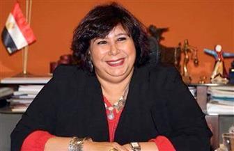 وزيرة الثقافة تشكل لجنة من المتخصصين لإعادة رونق تمثال الفلاحة المصرية بالهرم