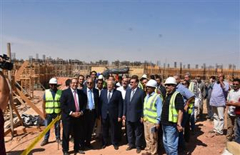 رئيس جامعة القاهرة يتفقد إنشاءات الجامعة الدولية بمدينة السادس من أكتوبر | صور