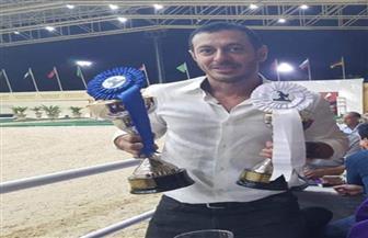 مصطفى شعبان يحتفل بفوز خيوله على طريقة فيلم أحلام عمرنا  | صور