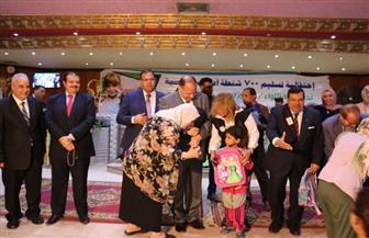 توزيع 700 شنطة مدرسية على الأطفال الأيتام بالفيوم| صور