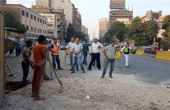 إصلاح كسر مفاجئ بماسورة المياه الرئيسية بشارع الجيزة | صور
