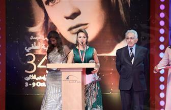 سوزان نجم الدين تهدي جائزة مهرجان الإسكندرية لسوريا وضحايا الإرهاب