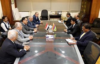 مدبولى يلتقي وزير البنية التحتية والنقل البري بموريشيوس لبحث مجالات التعاون المشترك