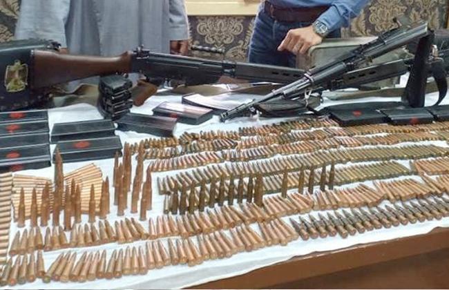 أمن أسوان يضبط 7 عاطلين بحوزتهم أسلحة نارية ومخدرات -