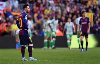 برشلونة يتلقى هزيمة ثقيلة على يد ريال بتيس برباعية في الدوري الإسباني / فيديو