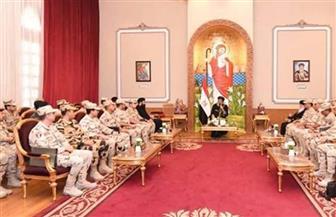 البابا تواضروس يلتقي بطلاب كلية الأركان والقادة | صور