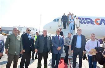 محافظ البحر الأحمر يستقبل رئيس المجلس النيابي الصربي بمطار الغردقة الدولي| صور