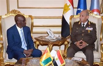 الفريق محمد زكي يلتقي وزير الدفاع الوطني لجمهورية غينيا   صور