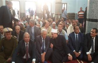 وزير الأوقاف يؤدي صلاة الجمعة بالمسجد الكبير في كفر عزام بالسنبلاوين |صور