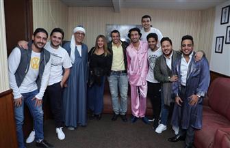 أشرف عبدالباقي يستقبل دنيا سمير غانم وكريم فهمى بمسرح مصر| صور