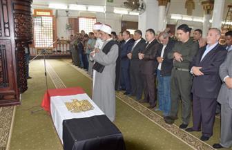 محافظ بنى سويف ومديرالأمن يتقدمان جنازة الشهيد النقيب جمال صلاح الدين | صور