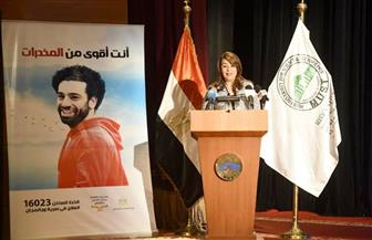 غادة والي تزور جامعة مصر للعلوم والتكنولوجيا وتدعو الطلاب للمشاركة في برامج التنمية | صور