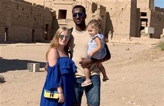 علي غزال يزور معالم أسوان السياحية في إجازة بصحبة أسرته