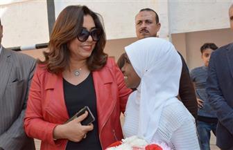 محافظ دمياط تكرم الطالبة بسملة التي تعرضت للتنمر من معلمها | صور
